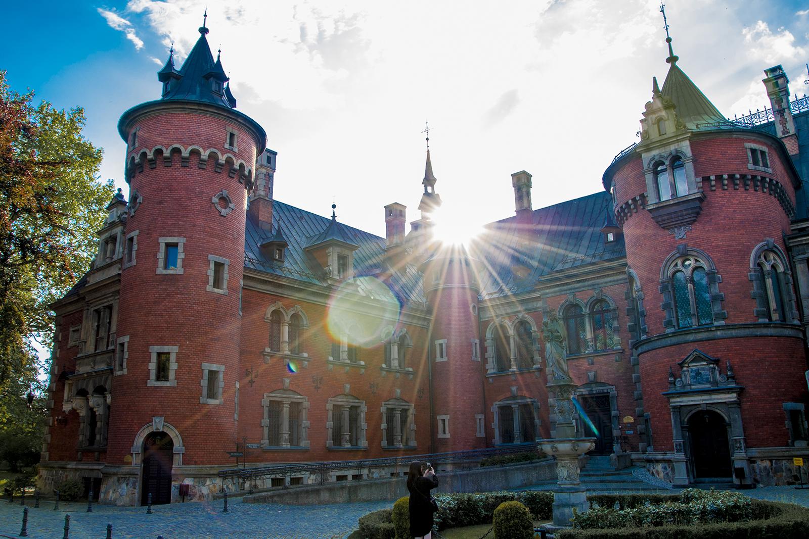 pałac pławniowice dziedziniec wewnętrzny